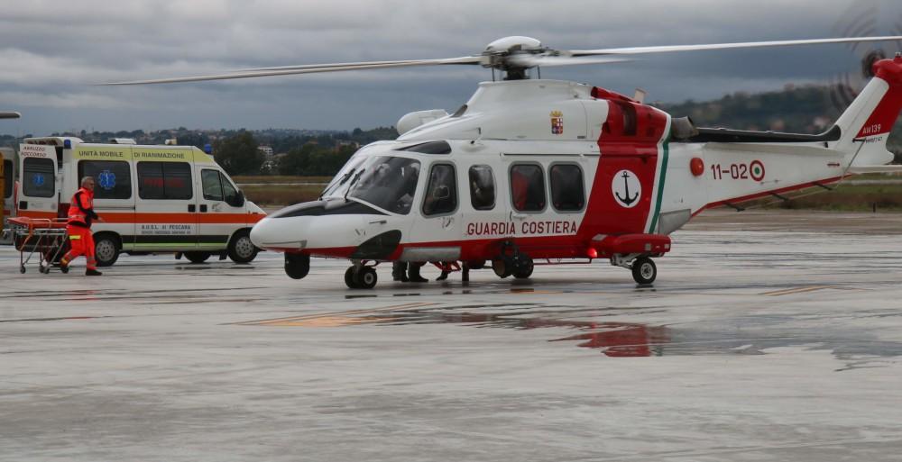 elicottero guardia costiera pescara e ambulanza