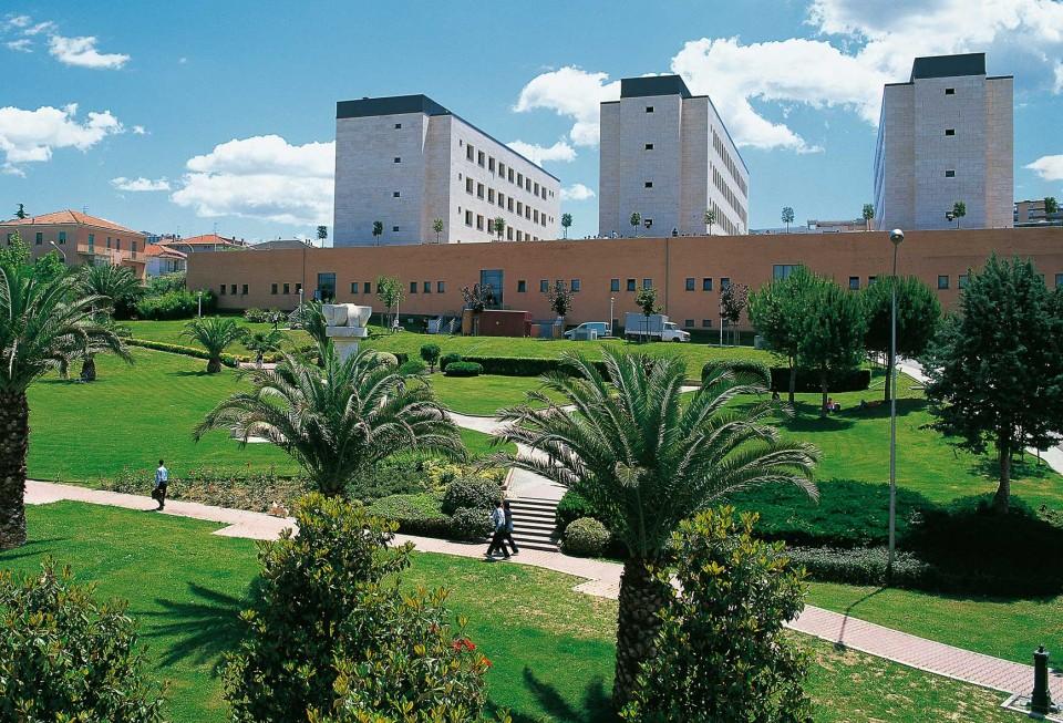 Università d'Annunzio, interdizione per rettore e direttore generale