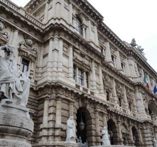 ROMA, 05/04/2012 ANTONIO DI PIETRO INCONTRA LA STAMPA DOPO AVER DEPOSITATO I  REFERENDUM SU LEGGE RIMBORSI AI PARTITI IN CASSAZIONE.   FOTO: D'ALIESIO/INFOPHOTO