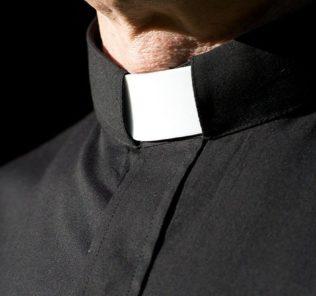 prete, sacerdote, parroco