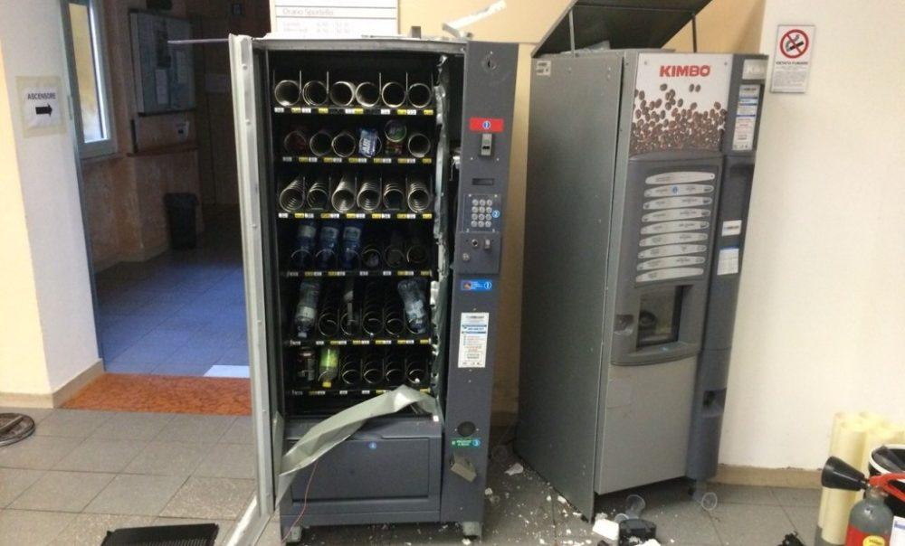 distributori automatici scassinati