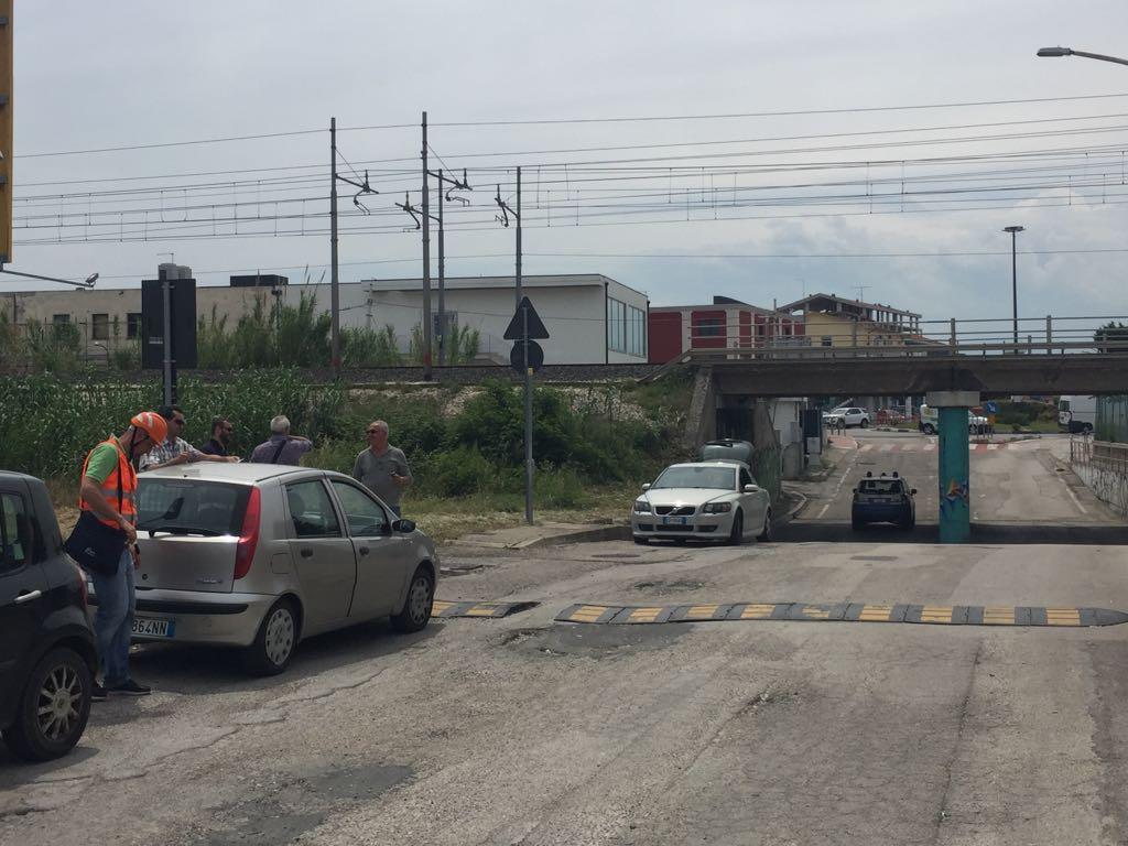 Allarme bomba sui binari a Silvi, bloccata la ferrovia Adriatica