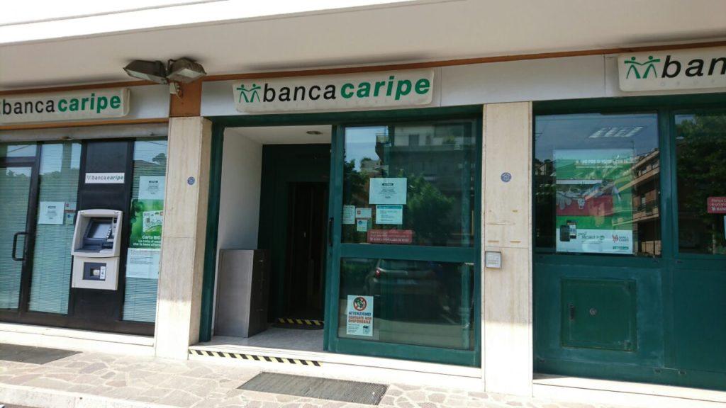 Rapina alla Caripe di Pescara Colli, dipendenti legati e imbavagliati ... - ABR24 NEWS