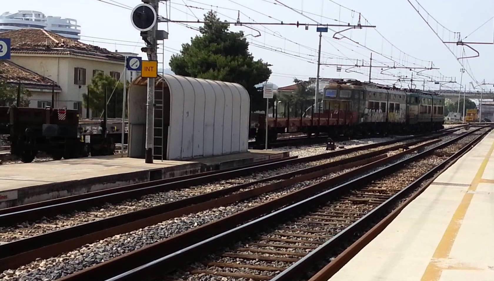 Tragedia sfiorata alla stazione di pescara portanuova - Porta portese lavoro lungo orario ...