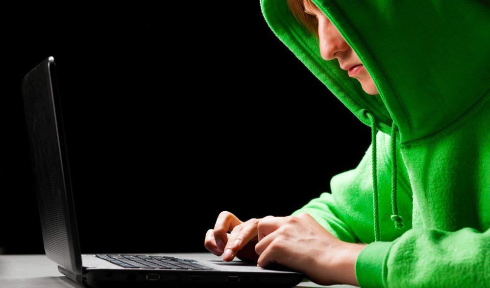 hacker, pirati informatici