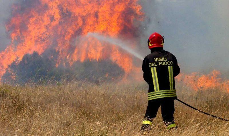 incendio-vigili-del-fuoco