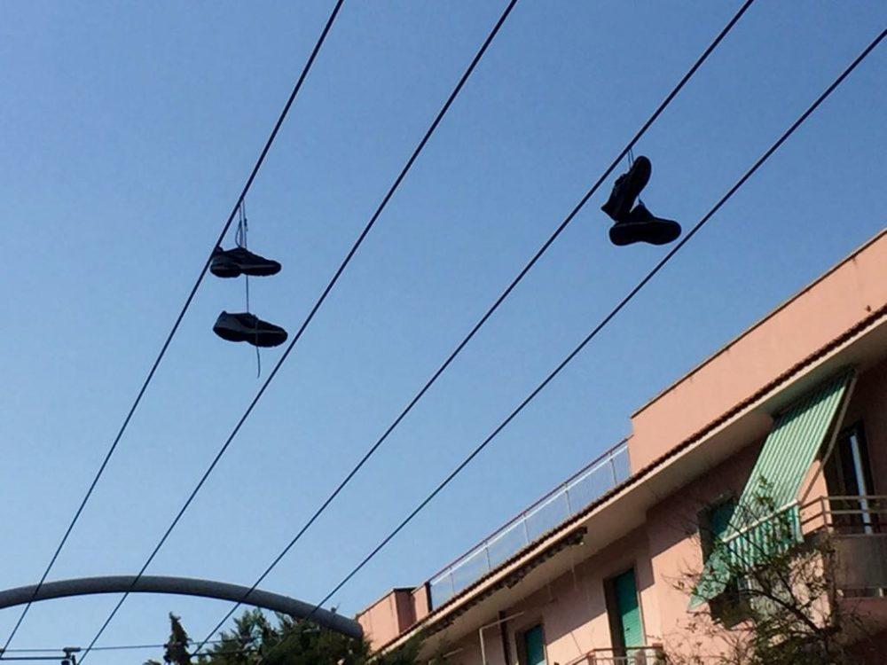 shoefiti-scarpe-appese-filovia-pescara-1
