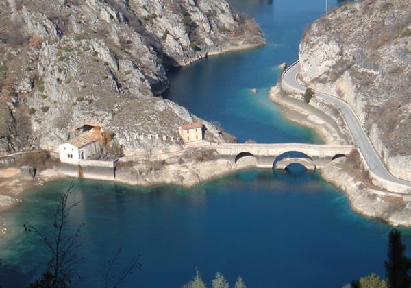 villalago-lago-san-domenico-ed-eremo
