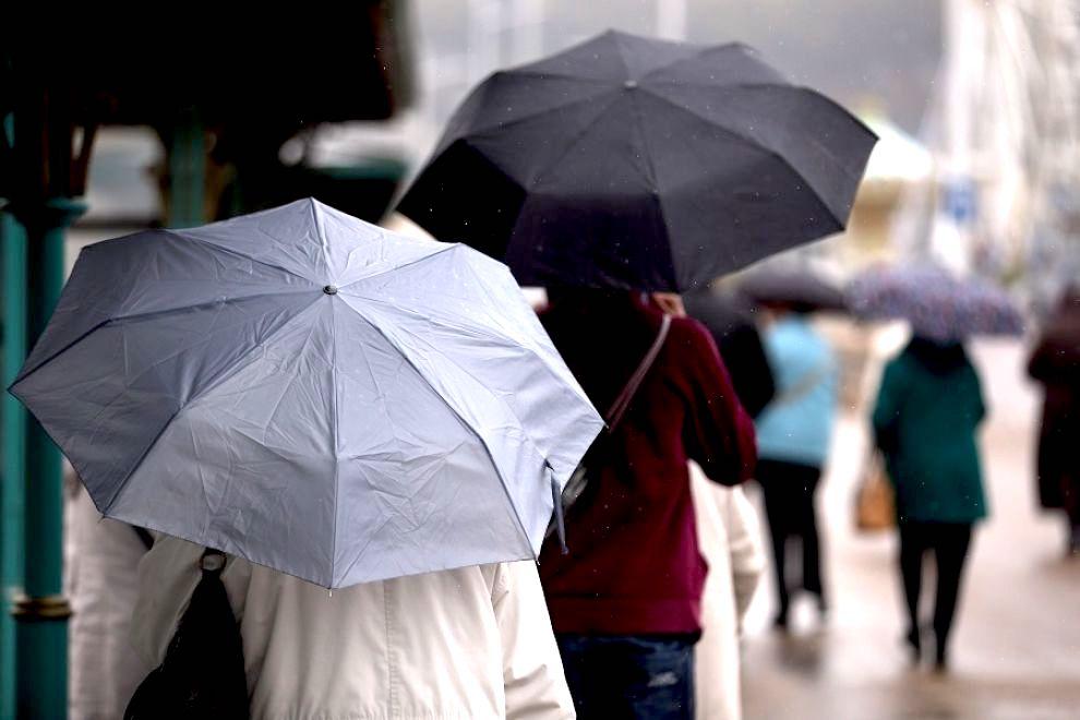 maltempo-pioggia-ombrelli