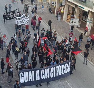 corteo anarchico