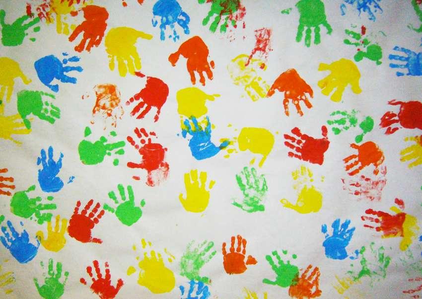 dipingere-con-le-mani