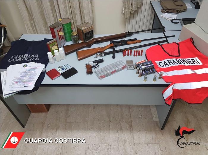 (ANSA) - SAN BENEDETTO DEL TRONTO (AP), 13 APR - Arresto per falsa certificazione abilitante alla professione di comandante di una unità navale a San Benedetto del Tronto.  +++ NO SALES, EDITORIAL USE ONLY +++