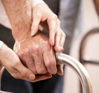 anziani-assistenza-735x400