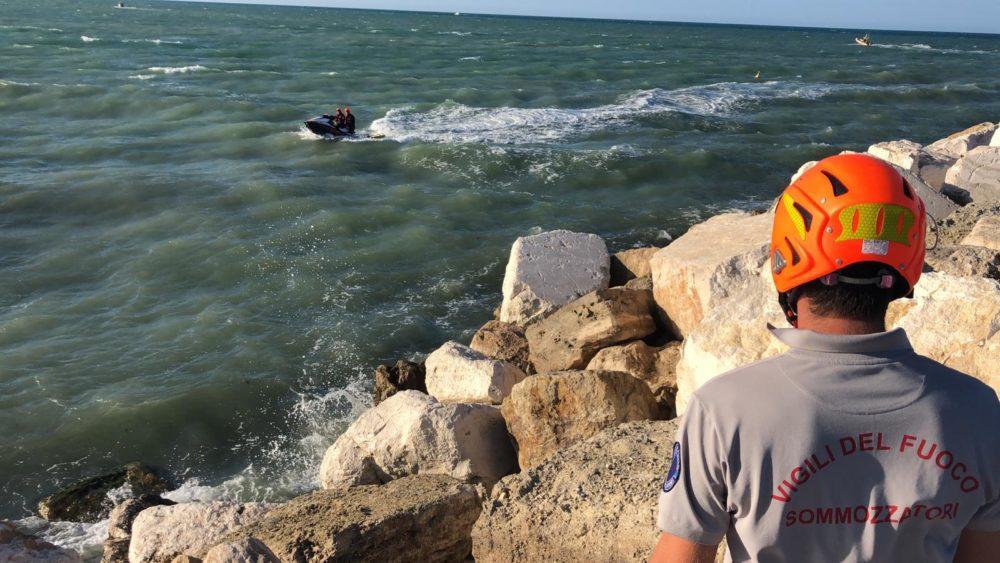 15enne disperso in mare giulianova2